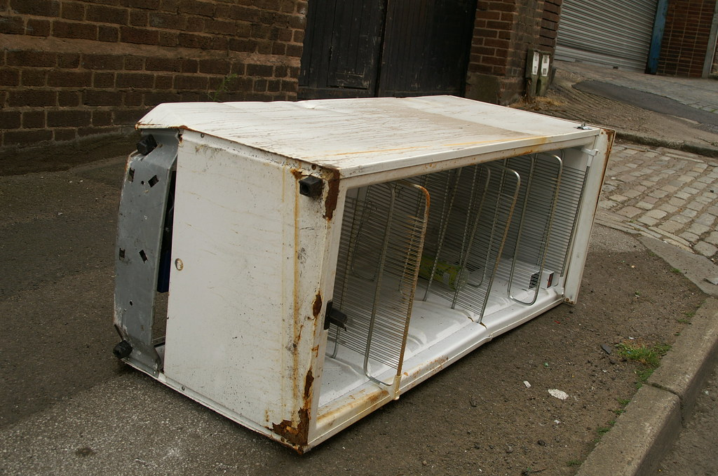 viewux frigo abandonné